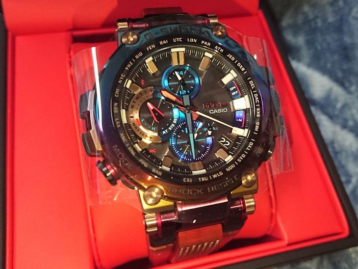 【朗報】ワイさん、めちゃくちゃイカした腕時計を買ってしまいご満悦