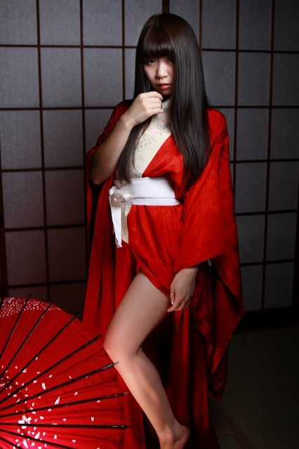 Miki Red in the dark_0002