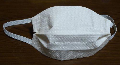 キッチンペーパーとゴム紐で簡易マスクを作成。マスク不足にDIYで対処