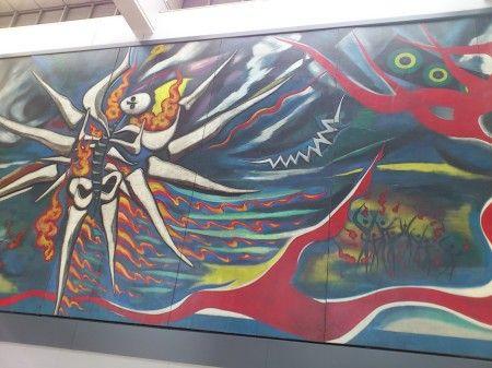 岡本太郎さんの壁画「明日の神話」