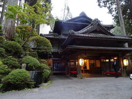 下呂温泉の木造の大きな旅館 湯之島館、