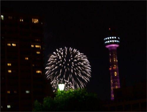 横浜開港祭の花火を見物