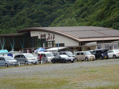 西沢渓谷入り口バス停近くの道の駅みとみ