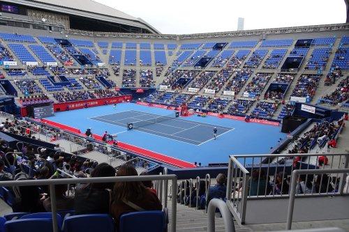 有明コロシアムで三菱 全日本テニス選手権の男子シングルス決勝戦