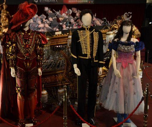 東京駅前 丸ビルの1Fのマルキューブの劇団四季の飾り付け