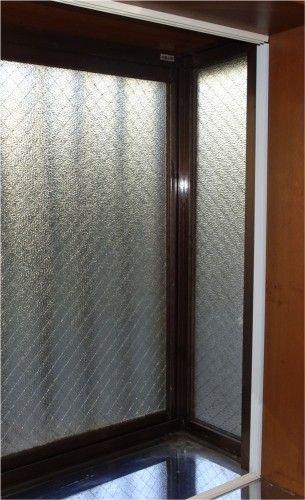 窓の結露防止と暖房効率向上の為に、簡易的な二重窓を作成