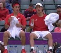 ロンドンオリンピックのテニスダブルス一回戦 錦織圭/添田豪ペアがロジャー・フェデラー/スタニスラス・ワウリンカ組に敗退