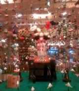 京王プラザのロビーの5月人形