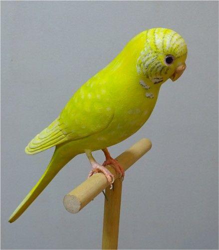 黄色いセキセイインコのバードカービング作品