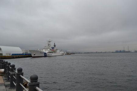 横浜 赤レンガ倉庫前の港