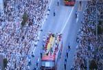 銀座通りで行われたオリンピックメダリストのパレードに50万人