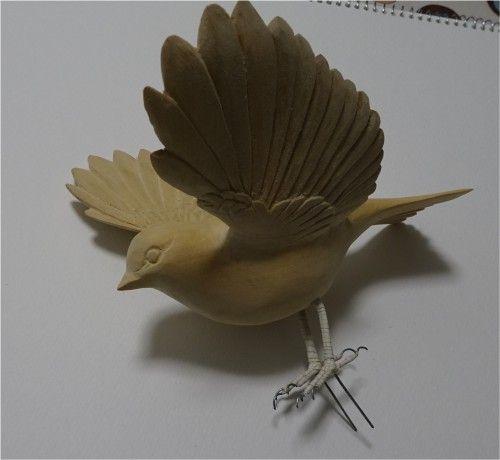 雀の飛翔形 バードカービングの作品 色付け前