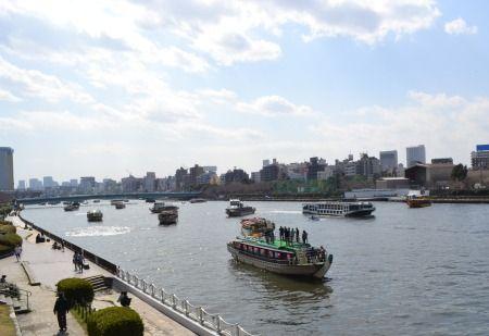 桜橋から隅田川の船