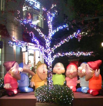 広尾駅前のイルミネーション