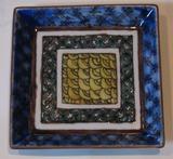 九谷の絵付けの角皿