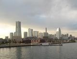 大桟橋からみなと未来を眺める