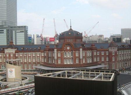 復元した東京駅丸の内駅舎 丸ビルから