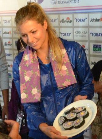 太巻き寿司つくりに挑戦 マリア・キリレンコ他、東レ パン・パシフィック・テニス