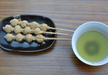 隅田川の桜祭り、向島芸者の茶店、
