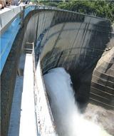 黒部第4ダム 観光放水