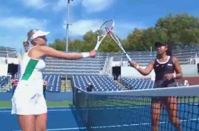 テニスのW&Sオープンのシングルス準々決勝で大坂なおみが勝利、準決勝へ 試合終了後の握手やハグはなくラケットをタッチ