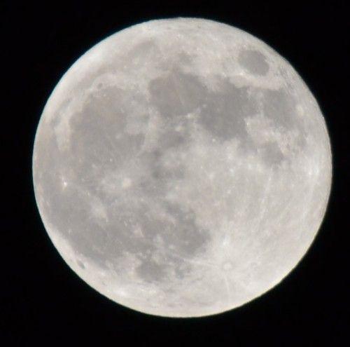 満月「スーパームーン」をニコンのD3100の300mmズームで撮影