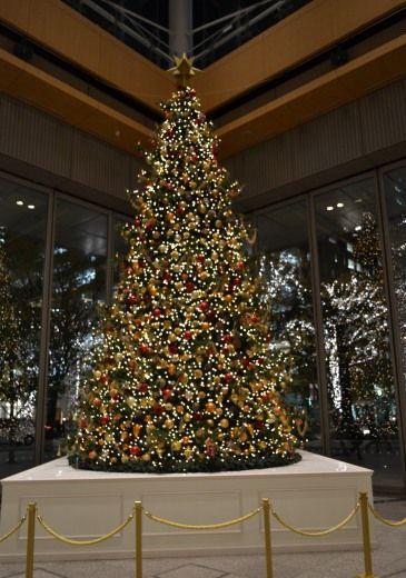 東京駅前 丸ビルの1Fのマルキューブのクリスマスツリー