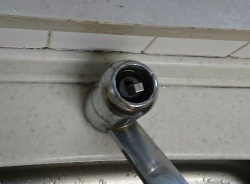 システムキッチンの混合水栓から水漏れ床がびしょびしょに。交換しました