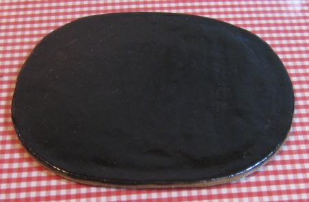 趣味の陶芸作品 信楽の赤土に黒天目の釉薬の皿