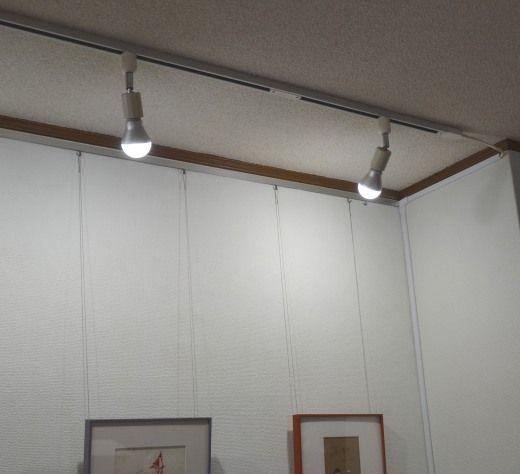 壁紙のペンキ塗装、ピクチャーレール、スポット照明でリニューアルしました