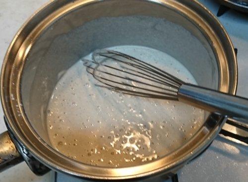 今日のランチは蕎麦がき作り