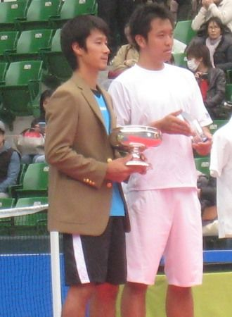 ニッケ全日本テニス選手権の男子シングルス決勝戦で 杉田祐一が伊藤竜馬勝ち 優勝