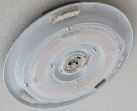 LEDシーリングライトの本体の取り付け