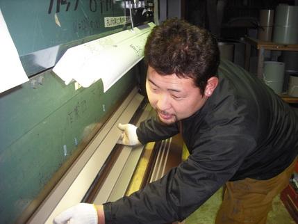 新潟県三条市屋根外壁リフォーム専門店遠藤組 エキセンで曲げ加工