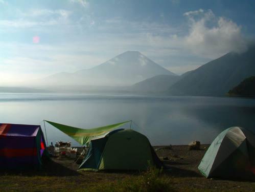 本栖湖浩庵キャンプ場からの富士山