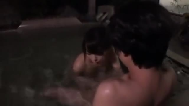露天風呂にて、40代のBBAヤリマンの、パイズリH動画。【BBA、ヤリマン、おばさん、奥さん、少年好き動画】