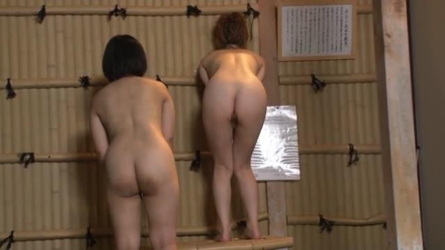 露天風呂に間違えて入ってきた男性客のボッキちんぽを目の当たりにした美人は・・【北川エリカ】