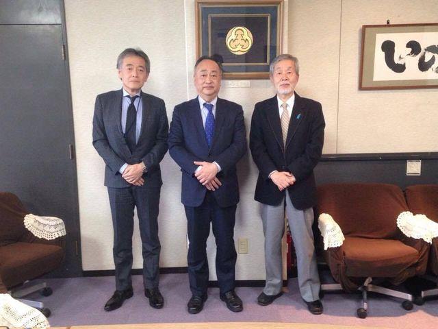 (3)町長さんと柴田さんと記念写真