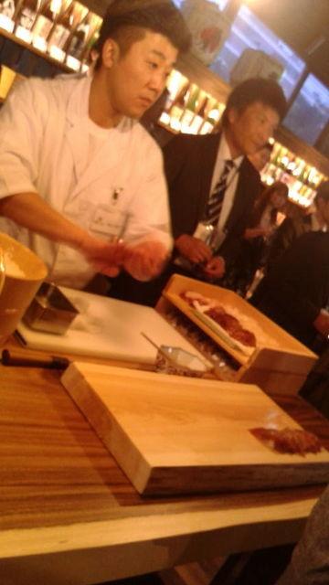 (25)寿司を握る職人