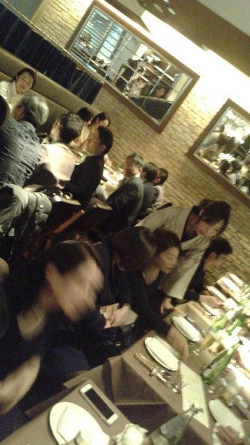 (23)宴席を回る紅華先生