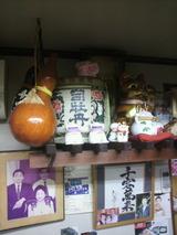 神棚に司牡丹の樽.jpg
