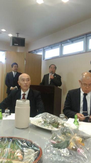 (4)総会開会前に山崎前会長から水口さん紹介