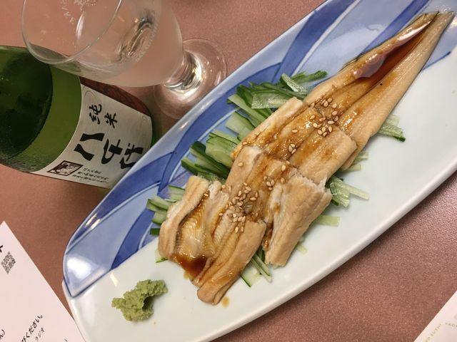 写真7 純米酒「八千代」と焼き穴子