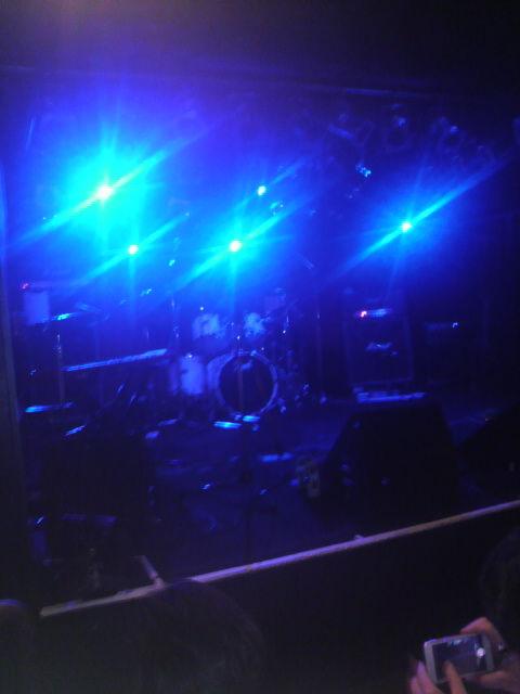 (2)舞台