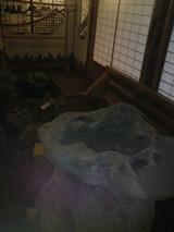 中庭の石.jpg