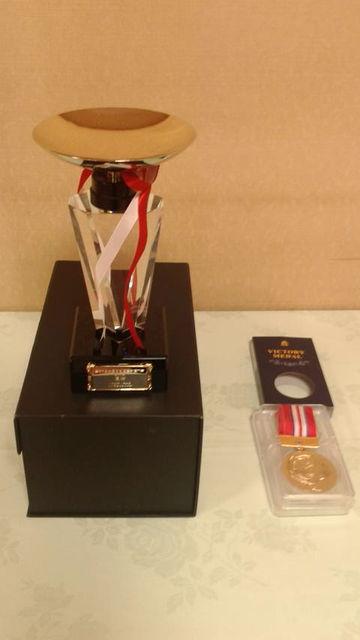(11)優勝トロフィーとメダル