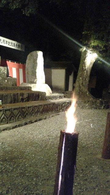 (36)石碑前の檜の灯籠2