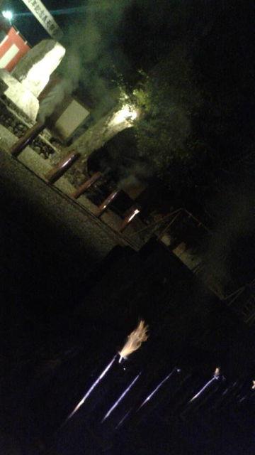 (35)石碑前の檜の灯籠
