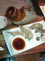 山菜ギョウザ・椎茸の天ぷらと「かまわぬ」の燗酒