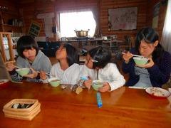 おいしい実だくさんの味噌汁を食べました (2)